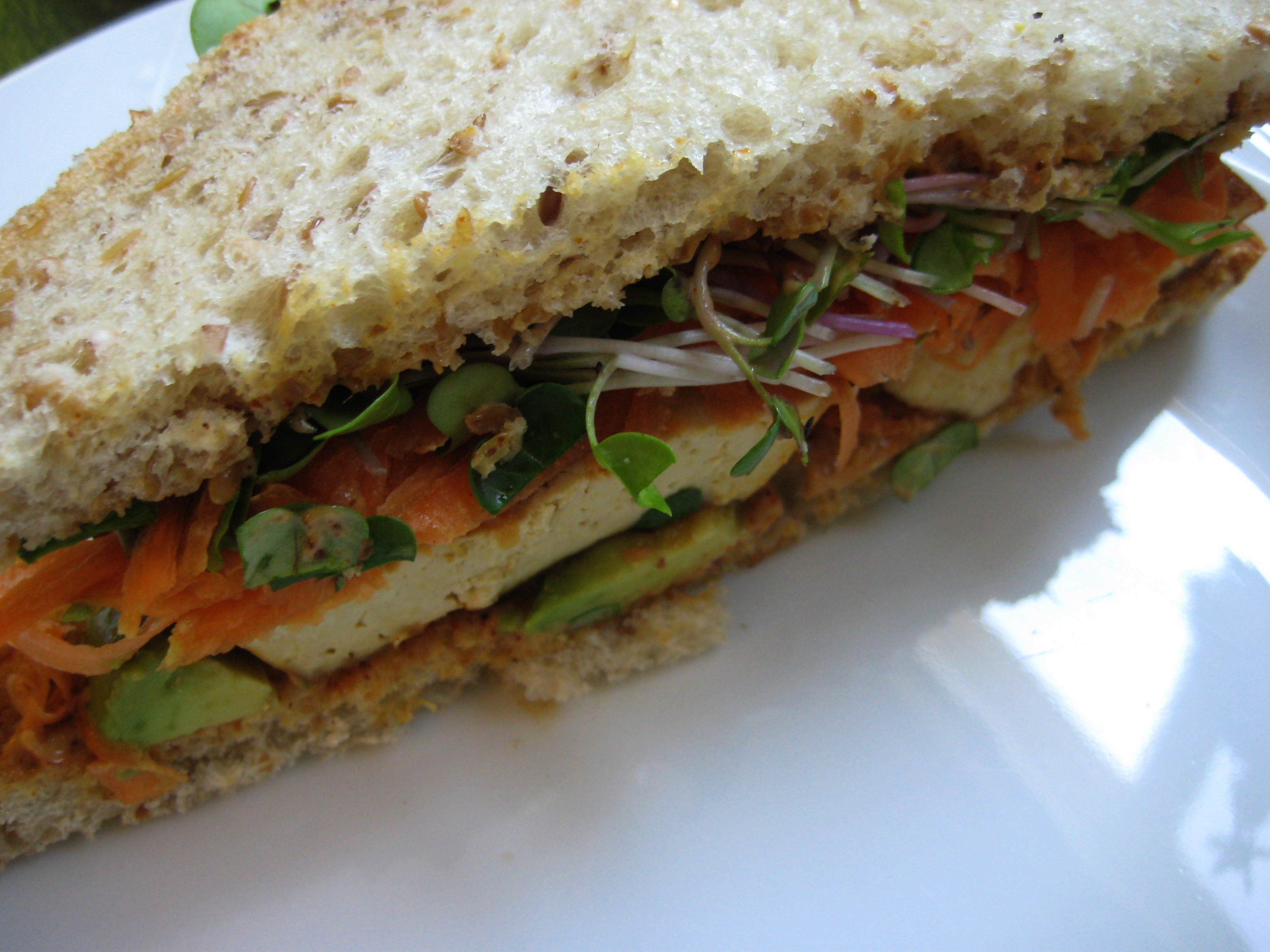 Spicy Avocado Sandwich | food.lainehardy.com